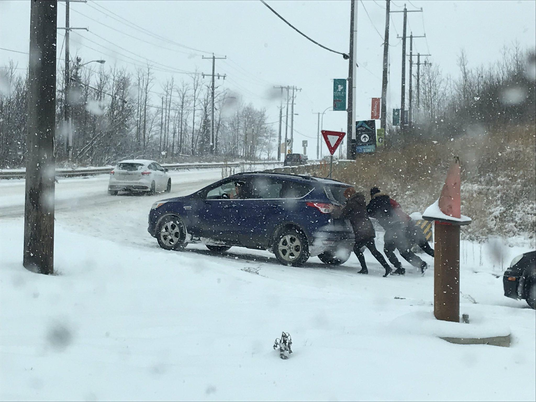 الإبلاغ عن 175 حادثاً في إدمونتون بسبب تساقط الثلوج