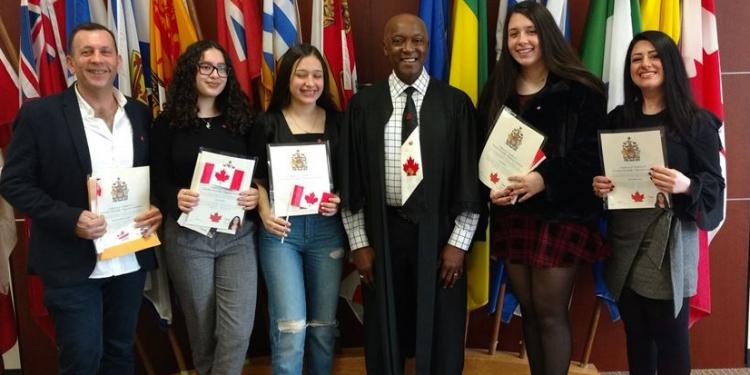 عائلة تحصل على الجنسية الكندية