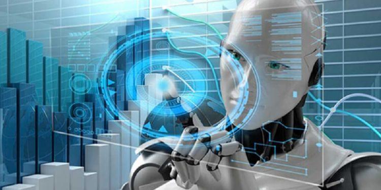 """وظائف مستقبلية كثيرة نتحدث عنها دائما ونسمع عنها أو نراها في أفلام الخيال العلمي ، وبعض هذه الوظائف بالفعل بدأت في الظهور الآن في سوق العمل الحقيقي. وربما نجد الآن بعض الروبوتات تحل محل البشر حتى في مهمات SEAL Team Six الخطرة. والحقيقة هي أن التقنيات الجديدة ، والتي يقودها الذكاء الاصطناعي (AI) ، والروبوتات وانترنت الأشياء (IoT) ، سوف تحل محل البشر في الاقتصاد بمعدل مثير للقلق. ولكن التغييرات تجلب الفرص كذلك. فعلى سبيل المثال ، أنتج سيل الأخبار المزيفة ومشاركات وسائل التواصل الاجتماعي المسيئة وظيفة جديدة ، وهي مدقق الأخبار في وسائل التواصل الاجتماعي. ويعمل في فيسبوك الآن حوالي 20000 موظف يتعاملون مع قضايا """"السلامة والأمن"""". ورغم أن معظم اهتمام وسائل الإعلام هو بالتأثير السلبي للتكنولوجيا على مستقبل العمالة. حيث يقوم الصرافون الآليون بالاستيلاء على وظائف البشر في متاجر التجزئة الكبرى في جميع أنحاء البلاد. وكذلك تحول صناعة الخدمات المالية من خلال الابتكارات الرقمية عبر استبدال مستشاري الاستثمار بالحواسب الآلية. وكذلك سوف تتولى الطائرات بدون طيار في أمازون قريبًا مهام الشحن وتسليم الطرود. ومن المتوقع أن تؤدي الشاحنات بدون سائق إلى إخراج ملايين من سائقي الشاحنات من سوق العمل. ويصف ألفين توفلر بعضًا من هذا التغيير المفرط وعواقبه السلبية منذ أكثر من 40 عامًا في أفضل كتبه مبيعا Future Shock. : """"اليوم يمكن تسمية هذه الثورة التكنولوجية باسم الثورة الصناعية 4.0 """". وفيما يلي قائمة بأهم عشر وظائف مستقبلية ، يجب أن تبدأ التدرب عليها في الوقت الحالي. أهم 10 وظائف مستقبلية إليكم أهم 10 وظائف مستقبلية يجب أن تعرفوا عنها كل شيء الآن: مصرفي العملات الرقمية Cryptocurrency Banker يتم بالفعل تنفيذ نسبة كبيرة من الصفقات عبر الانترنت والتحويلات المالية العالمية بعملات بديلة مثل bitcoin و ethereum. وهذا يعني أن المسرح مهيأ لظهور بنوك ومؤسسات مالية افتراضية بدون عنوان ثابت ، وسوف تقوم بتنسيق جزء كبير من تدفقات رأس المال داخل البلدان وبين البلدان. وبالطبع سوف يتم تشغيل هذه البنوك من خلال الذكاء الاصطناعي والخوادم الرقمية في أماكن مثل الصين والهند. ولكن هذه الأنظمة سوف تحتاج أيضًا إلى دعم المصرفيين من الجيل التالي ، وهم خبراء التكنولوجيا الذين لديهم فهم لكيفية عمل الخدمات المصرفية. ولذلك فالأش"""