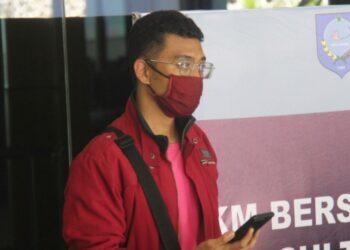 رجل مصاب بكورونا يرتدي النقاب منتحلا شخصية زوجته ليصعد على الطائرة