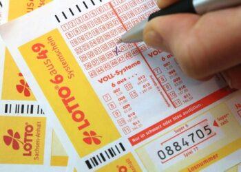 امرأة ألمانية تفوز بأكثر من 30 مليون يورو في اليانصيب دون أن تلاحظ