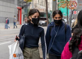 العديد من المقاطعات الكندية تعيد فرض ارتداء الأقنعة مع ارتفاع أعداد الإصابات بكورونا